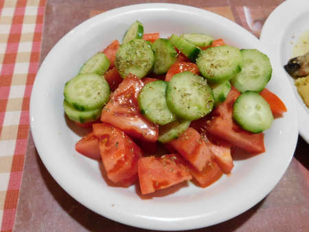 Tomato and cucumber salad with olive oil and oregano Imagens