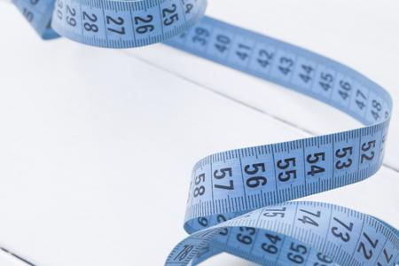 metro medir: cinta m�trica enredado. La medici�n medidor de color bluee
