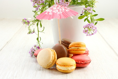 Groupe des macarons et parasol Banque d'images - 20213602