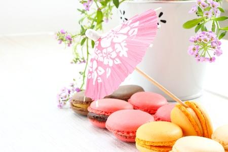 Macarons et petit parasol Banque d'images - 20213593