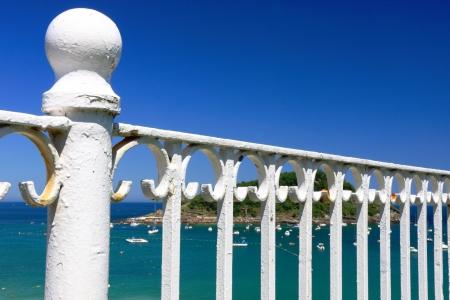 banister: White banister