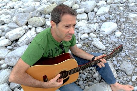 guitar player: Music man on the beach