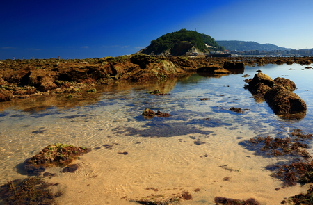 san sebastian: San Sebastian in low tide