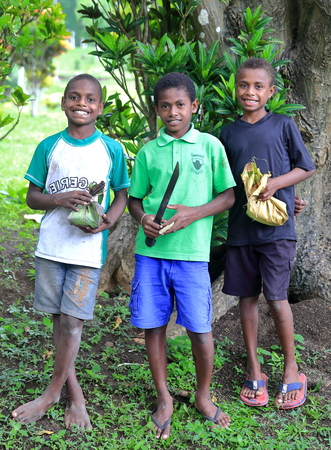 youngs: PANGI,VANUATU-OCTOBER 14, 2014: local youth go to school with lunch prepared by their mothers  on October 14, in Pentecost-Vanuatu.