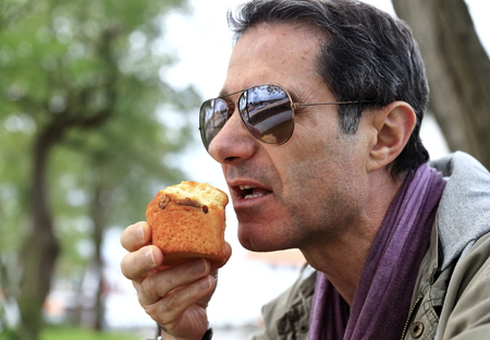 area sexy: Eating a muffin