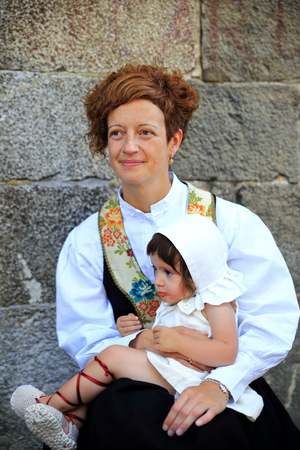 consecutive: OTSAGABIA,SPAIN-AUGUST 29, 2015: Otsagabia the town hosts for the twelfth consecutive year the party Orhipean: crafts and traditions on August 29, in Otsagabia, Spain. Editorial