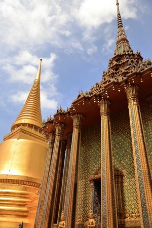 buddhist temple roof: royal palace-bangkok II