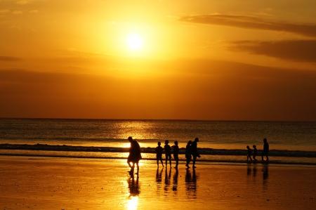 バリ島クタのビーチに沈む夕日