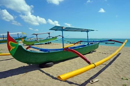 ビーチでの伝統的なバリ釣りボート 写真素材