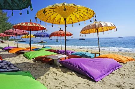 自然のままのビーチ、バリの海でびっしょり 写真素材