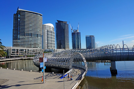 webb: Webb Bridge di Melbourne Docklands Editoriali
