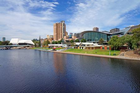 Torrens Lake and Adelaide Scenic             Imagens - 29313602
