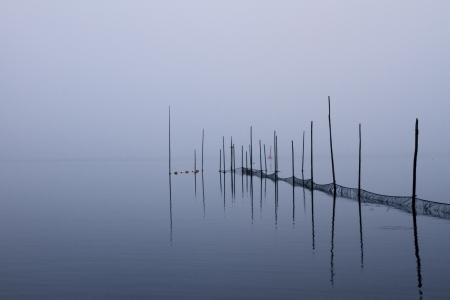 orilla del lago en una ma�ana de oto�o Foto de archivo