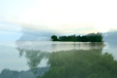 a lake on a foggy autumn morning Banco de Imagens - 17518029