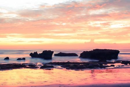 ein Strand von Bali an einem hei�en Sommertag Lizenzfreie Bilder