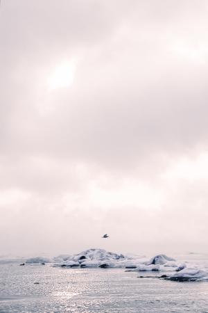 la playa de una isla en una ma? de invierno Foto de archivo