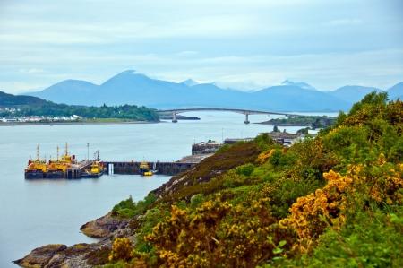 Pont de l'�le de Skye, en Ecosse Vue panoramique sur les montagnes �cossaises Banque d'images