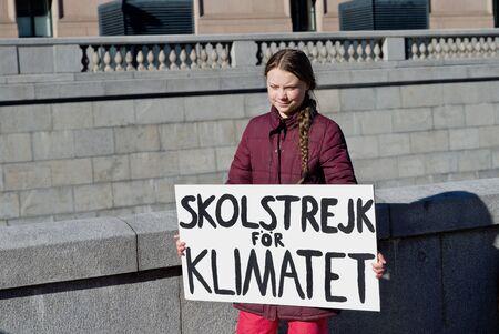 STOCCOLMA, SVEZIA - 22 MARZO 2019: L'attivista per il clima Greta Thunberg manifesta il venerdì