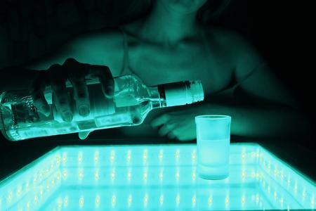 woman work as a barmen in a club Zdjęcie Seryjne