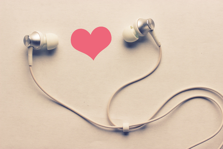 heart and headphones. listen to love songs concept 스톡 콘텐츠