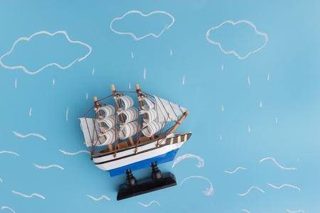 Schiffsmodell in einem Sturm . Risikokonzept Standard-Bild - 91972184