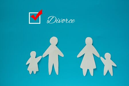 Divorced paper family couple with childrent. Blue background Stockfoto