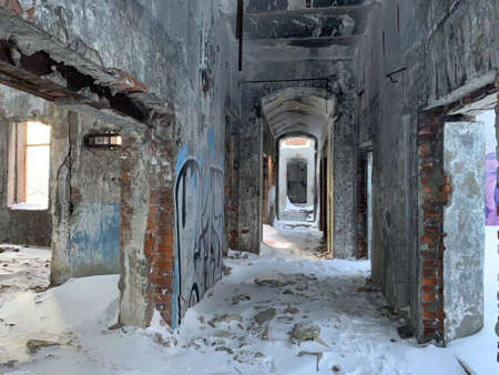 Abondoned building in winter. An old factory 版權商用圖片