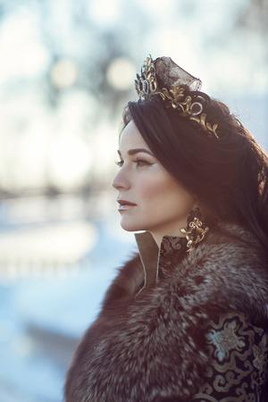 visone: Portrait of a brunette in furs in a winter frosty day