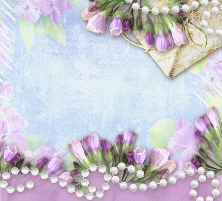 symphytum officinale: Biglietto di auguri Fiore. Symphytum officinale. Di nozze o invito nel grunge o nel retro stile. Congratulazioni carta con fiori, collana di perle, pacchetto e posto per il testo. Archivio Fotografico