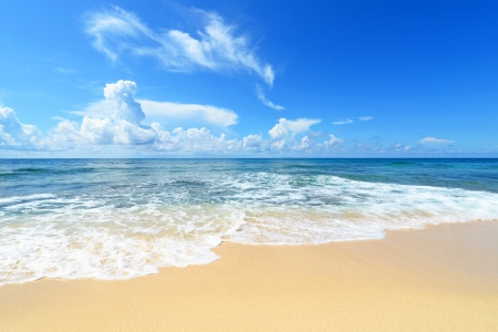 Das schöne Meer und Sommerhimmel von Okinawa