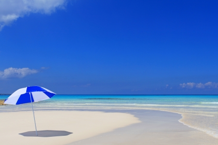 blandness: Beautiful beach and blue sky