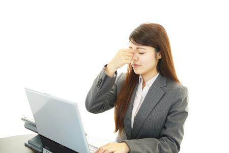 眼精疲労を持つ女性 写真素材