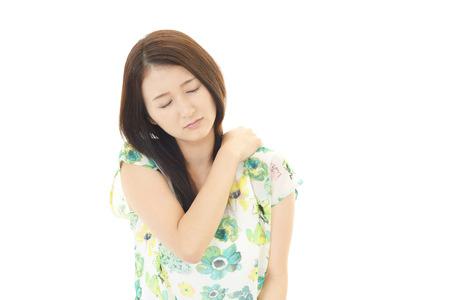 douleur epaule: femme avec la douleur � l'�paule Banque d'images