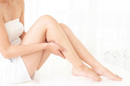 Die Frau, die Hautpflege tut Standard-Bild
