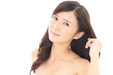cabello largo y hermoso: Mujer con el pelo largo hermoso