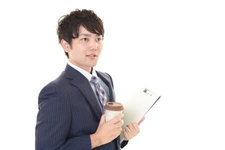 hombre tomando cafe: Man drinking coffee