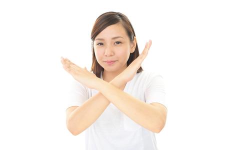 prohibition: Femme montre le signe de l'interdiction