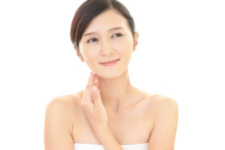 mujer elegante: Relajado mujer joven y bella.