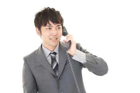 通信: Smiling Asian businessman
