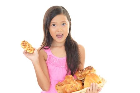 comiendo pan: Chica con panes Foto de archivo