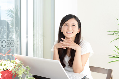 personal computer: Woman who enjoy the personal computer