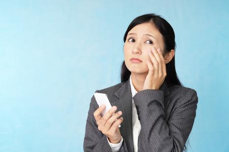 La femme avec la fatigue oculaire Banque d'images - 47744605