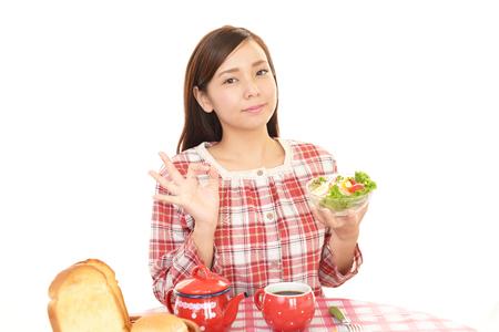 healthy snack: The woman who eats breakfast