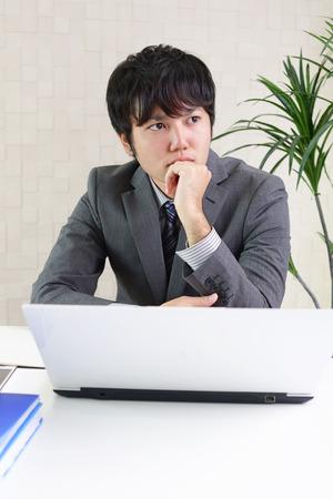 beau mec: Portrait d'un homme d'affaires asiatique
