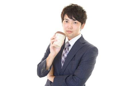 hombre tomando cafe: Caf� que bebe del hombre