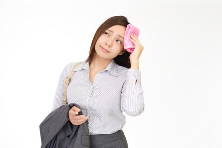 Vrouw afvegen het zweet Stockfoto