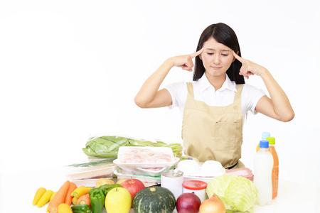 Ongemakkelijk Aziatische huisvrouw Stockfoto