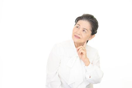 Glimlachende oude vrouw Stockfoto