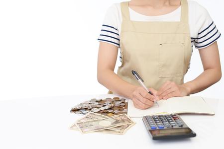 Huisvrouw met calculator