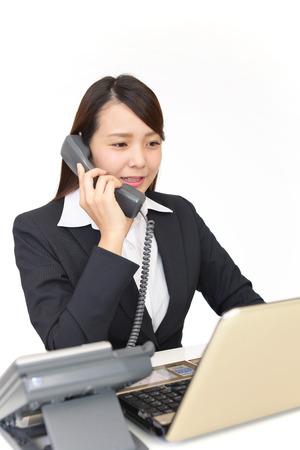 アジア ビジネスの女性の作業